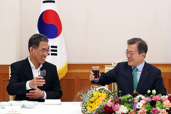 [labor news] President Moon meets with heads of two national trade union centers